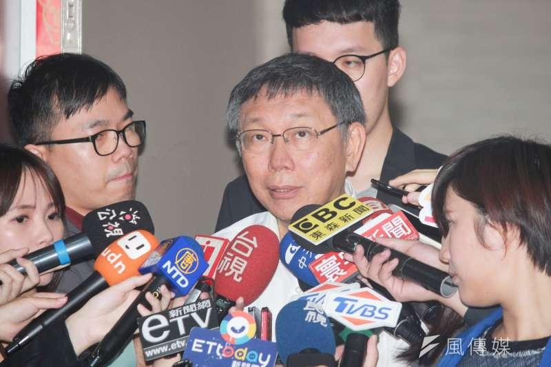 針對高雄市政府「卡柯」傳聞,台北市長柯文哲28日在市府受訪時表示,也不見得是高雄市長韓國瑜在卡他。(方炳超攝)