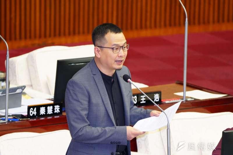 台北市議員羅智強臉書粉絲頁破百萬,是台灣政治人物破百萬的第七人。(盧逸峰攝)