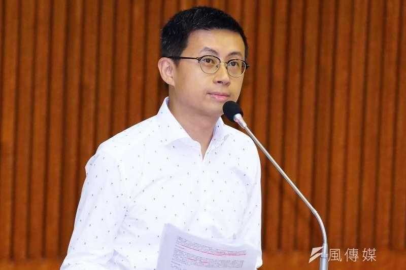 台北市議員「呱吉」邱威傑(見圖)質疑,「說什麼撐香港,只是把人家當成國家安全的包袱而已。那你一開始到底喊這些口號是為了什麼?」(資料照,盧逸峰攝)
