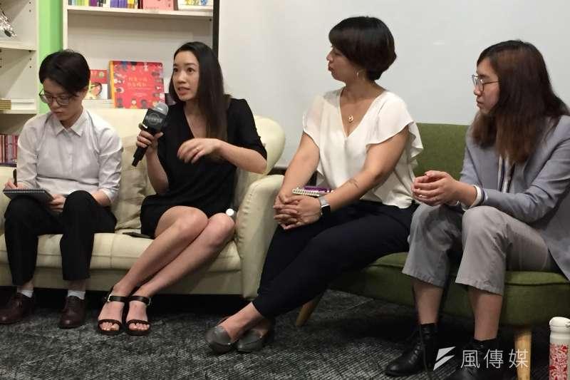 美國《時代》雜誌(TIME)資深影片製作人蔡安瑾(Diane Tsai,左二)受美國在台協會邀請返台巡迴放映《先鋒女性》系列紀錄片。(鍾巧庭攝)