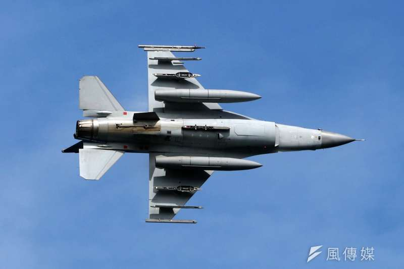 20190530-漢光35號演習實兵演練今30日邁入第4天,國軍於屏東執行「聯合灘岸殲敵作戰實彈射擊」操演,圖為參演的空軍F-16戰機。(蘇仲泓攝)
