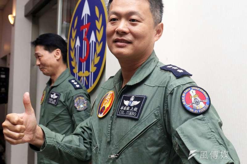20190531-空軍4聯隊第23作戰隊上校隊長林猷翔是這次F-16V戰備道起降任務領隊,提到操作F-16V的經驗,他表示性能提升後使用的AESA雷達較過去APG-68都卜勒雷達,操作一樣,「但可以看得更遠。」(蘇仲泓攝)