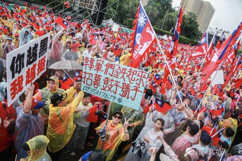 「決戰2020,贏回台灣」全國團結造勢大會,許多民眾到場支持高雄市長韓國瑜。(資料照,簡必丞攝)