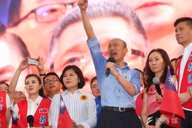 挺韓團體1日將在凱達格蘭大道舉辦「決戰2020—贏回台灣」造勢大會,高雄市長韓國瑜在台上向支持者發表談話,表示願意承擔任何職務。(顏麟宇攝)