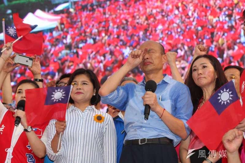 20190601-挺韓團體今(1)日將在凱達格蘭大道舉辦「決戰2020—贏回台灣」造勢大會,高雄市長韓國瑜在台上向支持者發表談話。(顏麟宇攝)