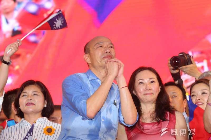 高雄市長韓國瑜(中)在1日誓師大會上大喊「發財外交」。(資料照,顏麟宇攝)