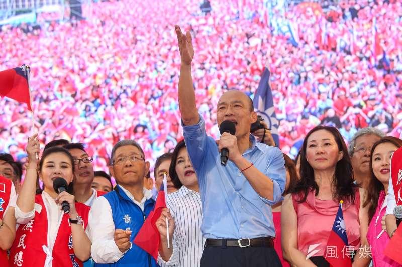 高雄市長韓國瑜(前右三)1日出席凱道「決戰2020,贏回台灣」全國團結造勢大會。(資料照,顏麟宇攝)