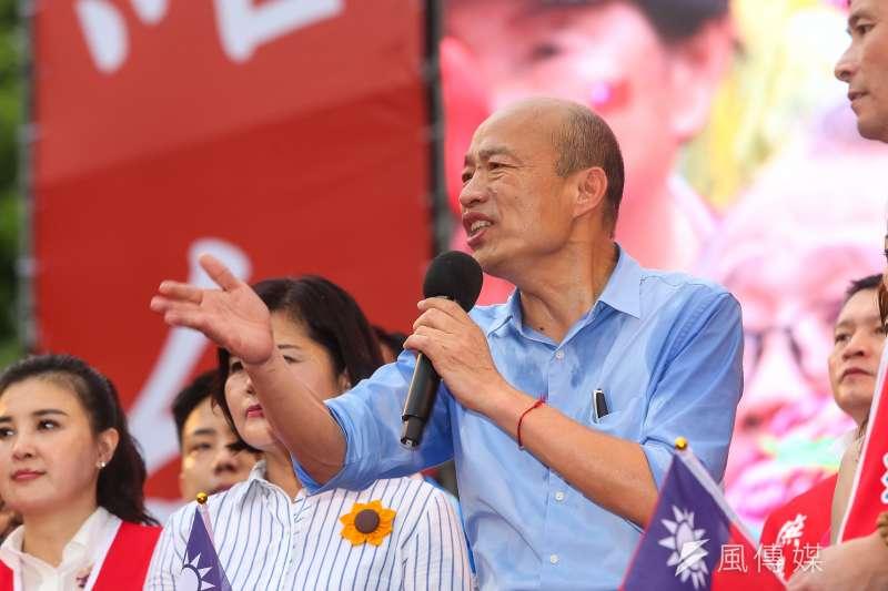 韓國瑜選總統,蠟燭兩頭燒,一名國中生要他醒醒,不要讓感性壓倒理性。圖為凱道造勢。(顏麟宇攝)
