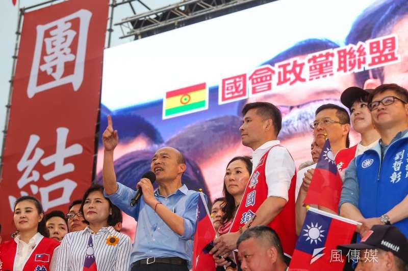 高雄市長韓國瑜凱道造勢後民調並未上升,圖為造勢背板打出國會政黨聯盟字樣。(顏麟宇攝)