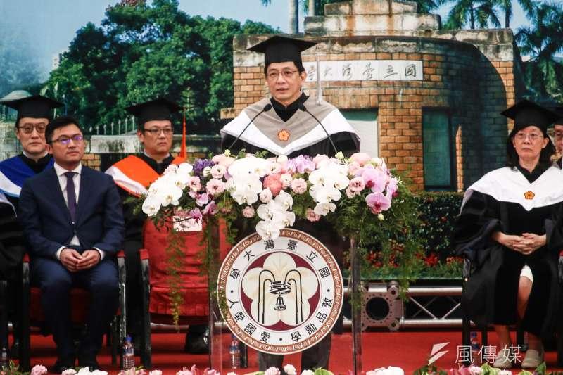 台大校長管中閔1日主持107年度畢業典禮,這也是他上任後首度主持畢業典禮。(蔡親傑攝)