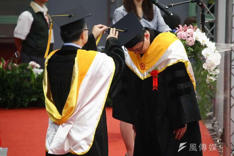 教改三十年的最大成果是補教業愈為發達。圖為台大畢業典禮。(蔡親傑攝)