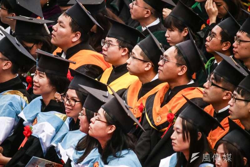 大學學測於17、18日登場,除了學科考題外,日後如何選擇大學也是考生們的煩惱之一。(資料照,蔡親傑攝)