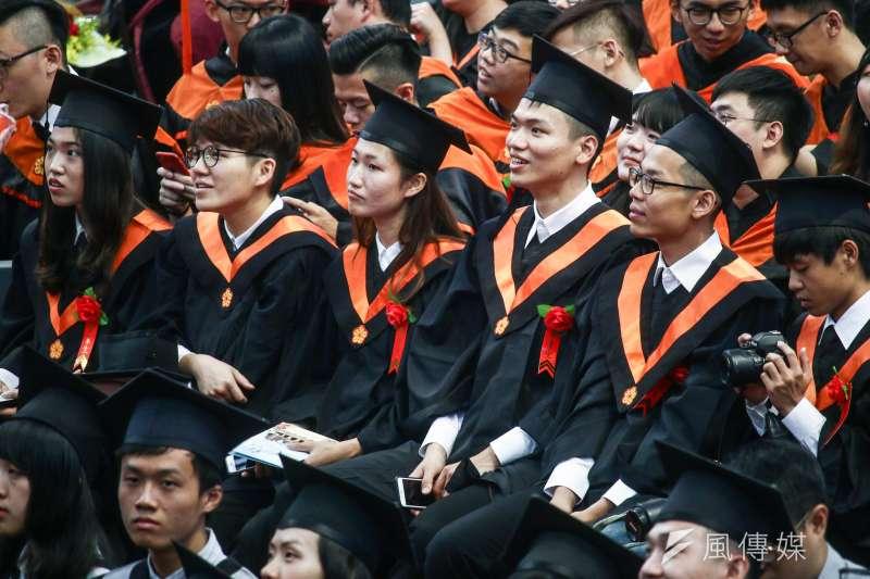 作者指出,青年失業已是台灣經濟重大問題之一,尤其是初次尋職的青年新鮮人。(示意圖非本人,蔡親傑攝)