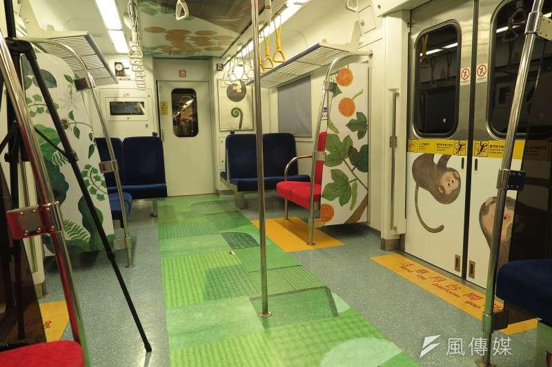 20190603_里山動物列車2.0,車廂內部也有彩繪。(廖羿雯攝)