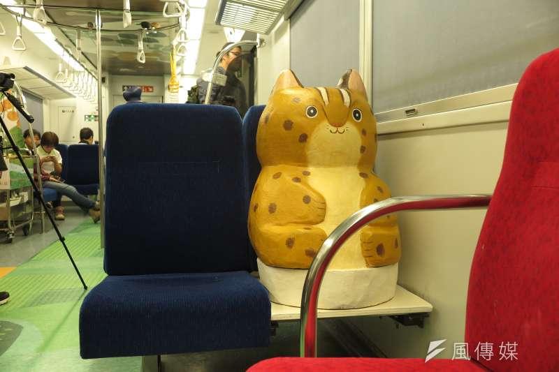 里山動物列車2.0,神秘車廂裡的驚喜,和石虎一起搭火車。(廖羿雯攝)