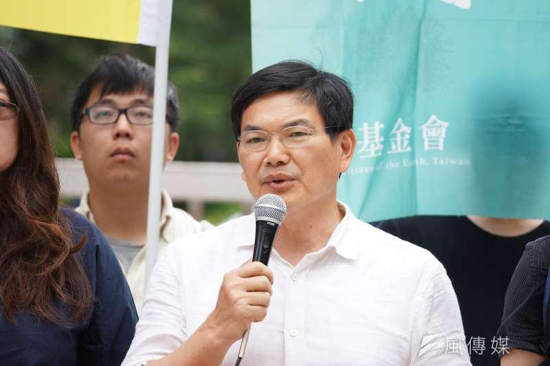 高雄市長補選確定「藍白合作」破局,據透露,親民黨市議員吳益政(見圖)也將爭取披台灣民眾黨戰袍,投入高雄市長補選,形成「藍綠白」三腳督戰局。(資料照,盧逸峰攝)