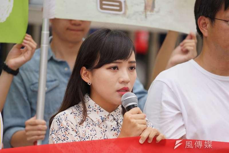時力高雄市議員黃捷一次質詢時翻白眼,帶動年輕人反韓風潮、也促成罷韓最後成功,但因為她在選舉時也曾批評高雄「又老又窮」,部分綠營人士仍記恨在心。(資料照片,盧逸峰攝)