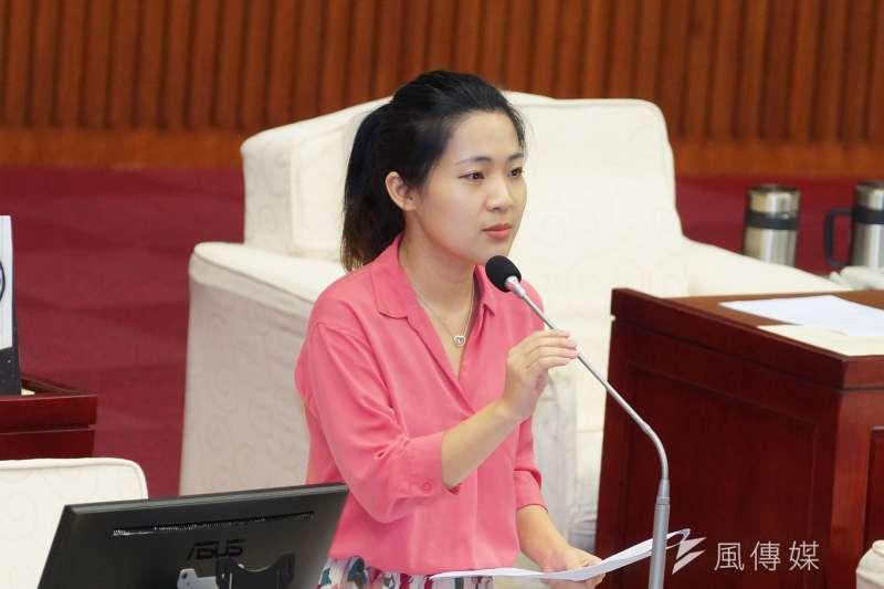 國民黨議員徐巧芯(見圖)質疑,若高雄市長韓國瑜與前新北市長朱立倫連約見面都要以「媒體傳話」的方式進行,這樣真的有助團結嗎?她在臉書發言卻引來韓粉批評。(資料照,盧逸峰攝)