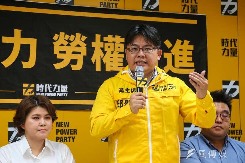 邱顯智(中)今說,作為時代力量黨主席,走自己的路是他上任來所堅持的事。(資料照,顏麟宇攝)