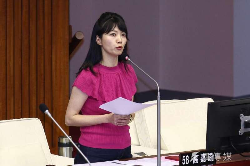 台北市議員高嘉瑜6日於市議會質詢時詢問台北市長柯文哲,若要選總統,市長備胎應具備什麼樣條件。(蔡親傑攝)