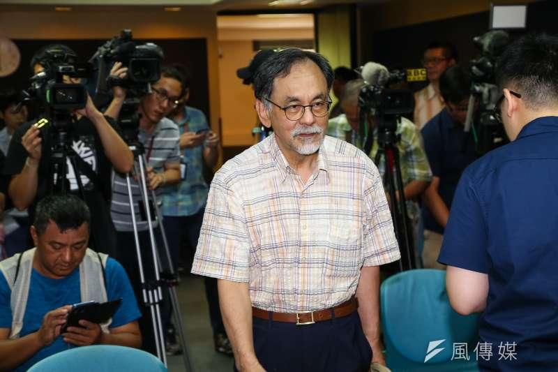 民進黨大老林濁水(前中)說,「要找到能稱讚韓國瑜的,偏偏很難,除了好笑的還是好笑的。」(資料照,顏麟宇攝)