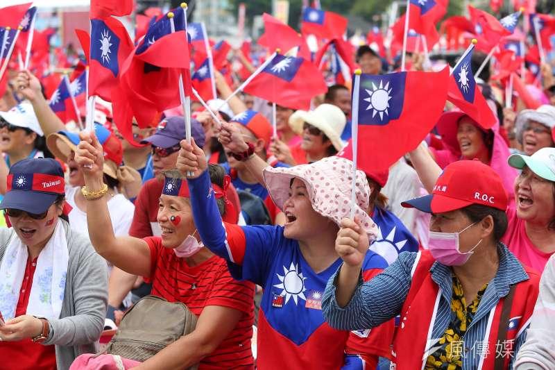 高雄市長韓國瑜取消高雄造勢大會,改6日為「高雄觀光日」號召支持者來高雄旅遊,只要出示國旗等相關配件,到特定店家消費就可享有優惠。(資料照,顏麟宇攝)