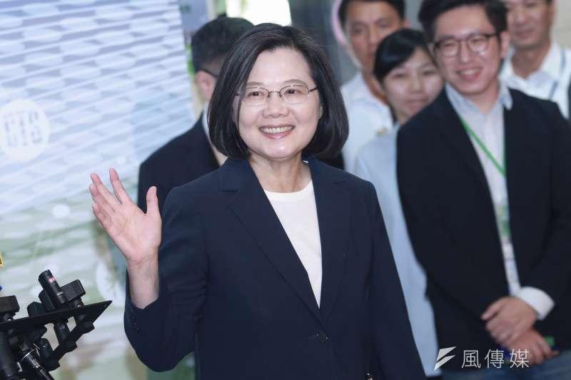 作者指出,藍綠相爭最終標的物還是在總統大位,總統蔡英文打出「反送中」、「海峽論壇」仇中策略這手牌,或可成功搶走夢幻虛構的「發大財」選票;但從另一角度看,幾乎可以確定的是,民進黨接連惡化兩岸關係、煽動兩岸敵意、拒絕九二共識、不敢宣佈台灣獨立,又無法提出如何壯大國家的情況下,必定無法顛覆國民黨兩岸方針「九二共識、一中各表」之正能量發展。(資料照,簡必丞攝)