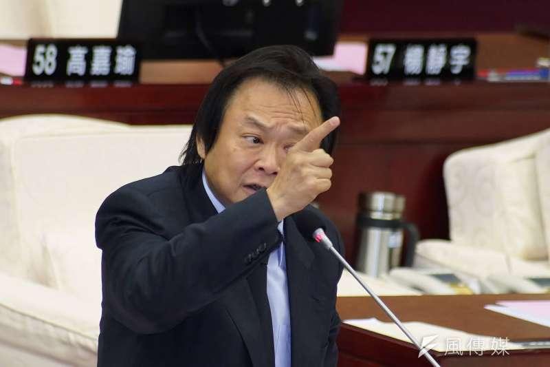 對於民進黨立委陳明文遺落300萬一事,台北市議員王世堅說,用這筆錢去創業不如拿去索羅門群島救外交。(資料照,盧逸峰攝)