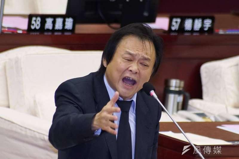 台北市議員王世堅出席市政總質詢。(盧逸峰攝)