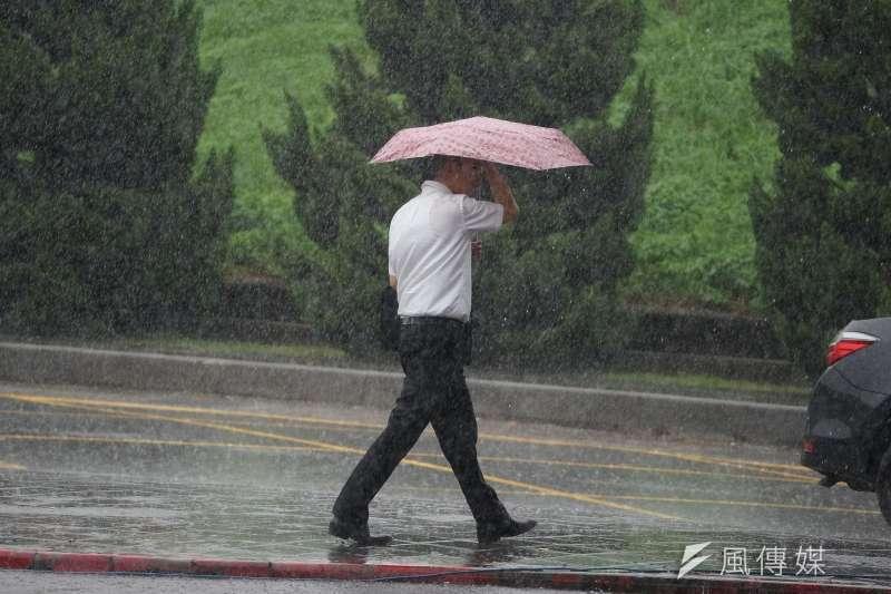中央氣象局15日表示,17日至21日熱帶系統將通過巴士海峽,台灣水氣會增多。示意圖。(資料照,盧逸峰攝)