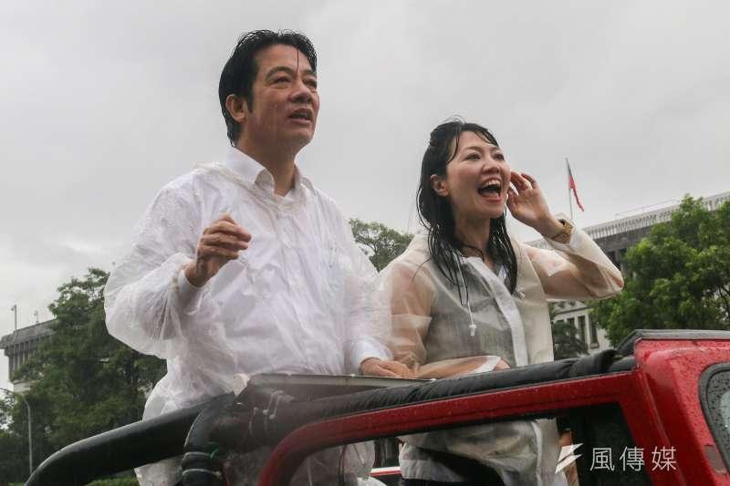 繼11日在大雨中車隊掃街,前行政院長賴清德(左)12日上午先至新北市林口竹林寺參拜,並表示,「有信心能夠爭取最後勝利」。(資料照,蔡親傑攝)