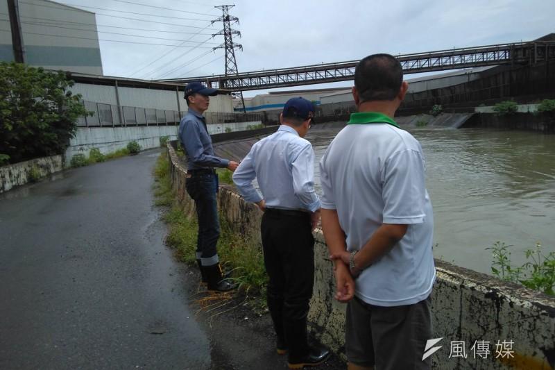 經濟部水利署亦針對部分地區發布淹水警戒,高雄市府嚴密掌握並保持警戒。(圖/徐炳文攝)