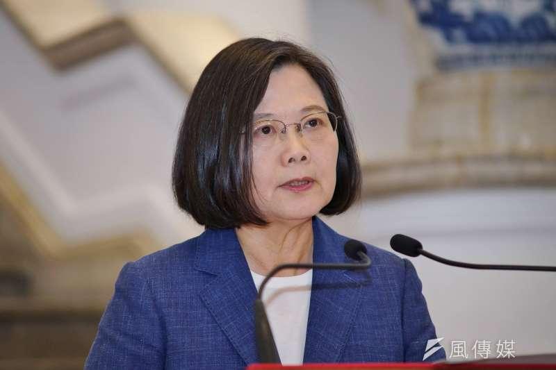 根據台灣民意基金會22日公布的最新調查,總統蔡英文(見圖)的聲望本月下降到43%,和上個月的支持度相比,減少約5個百分點。(資料照,盧逸峰攝)