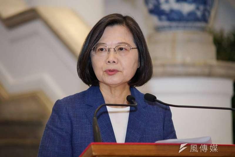 中國揚言制裁對台軍售的美國企業,對此總統蔡英文表示,出訪友邦過境美國看老朋友、談台灣民主,不需要鄰居說三道四。(資料照,盧逸峰攝)