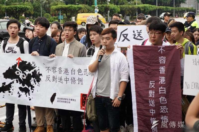 聲援香港反送中行動,在台港生13上午日赴總統府,盼能面見總統蔡英文。(盧逸峰攝)
