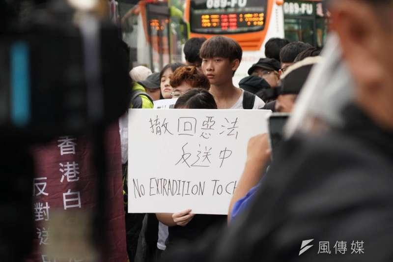 20190613-在台港生13日赴總統府,表達聲援香港反送中行動。(盧逸峰攝)