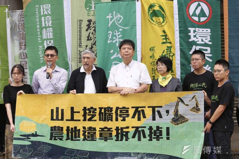 辭環保署副署長8個月的詹順貴(左二)首次公開批評蔡政府,指《礦業法》修法不能再拖。(陳品佑攝)