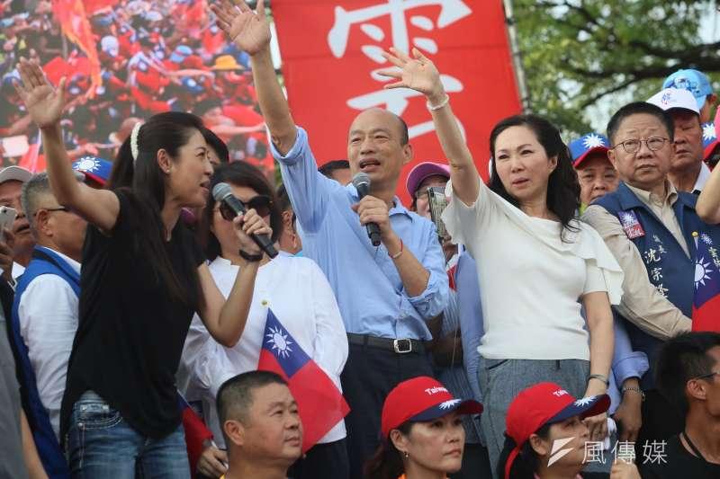 高雄市長韓國瑜(右三)夫人李佳芬(右二)的農舍主建物違規爭議,雲林縣政府初判未農地農用。(資料照,柯承惠攝)