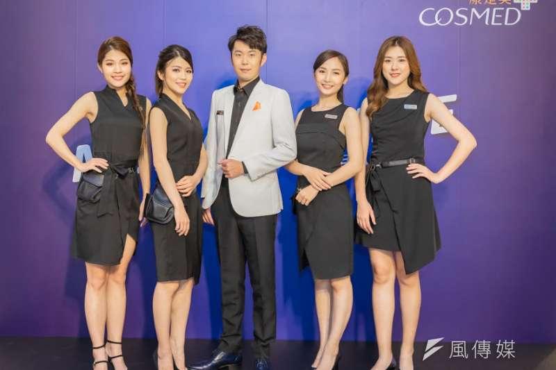 康是美推出全新5人團體「MEN GO SHINE」,由1位專業藥師加上4位時尚彩妝師所組成。(圖/康是美提供)