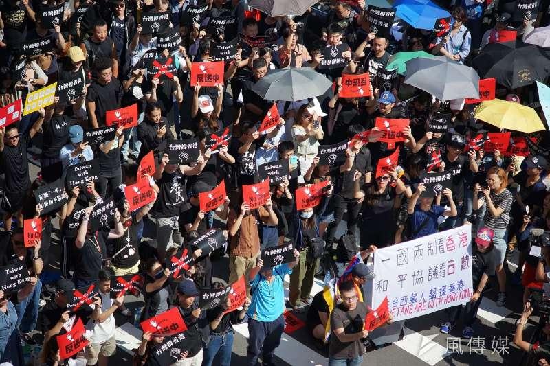 民進黨秘書長羅文嘉認為,香港「反送中」讓民進黨能少了很多力氣去闡述中國的威脅,但不能認為人民就會因此百分百支持民進黨。圖為台灣「撐香港,反送中」活動。(資料照,盧逸峰攝)