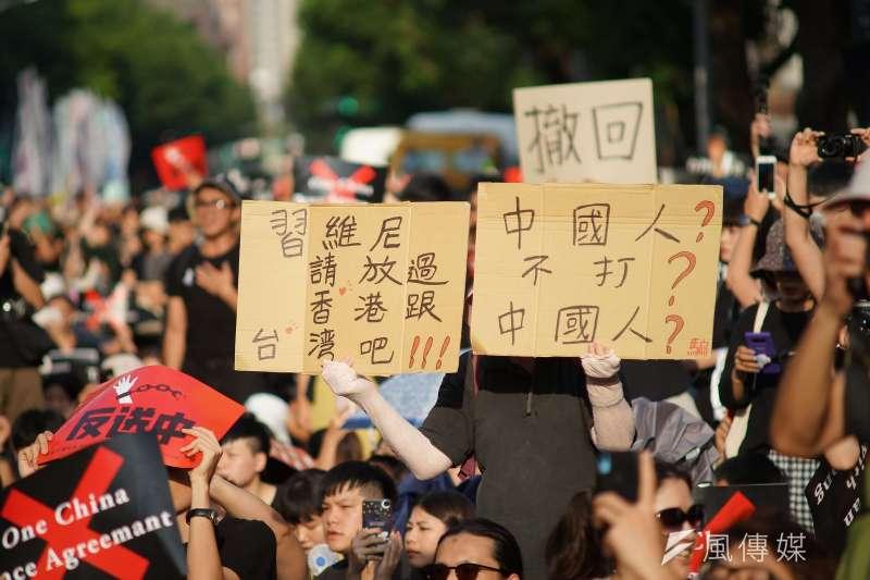 20190616-「撐香港,反送中」集會活動,群眾大合唱海闊天空。(盧逸峰攝)
