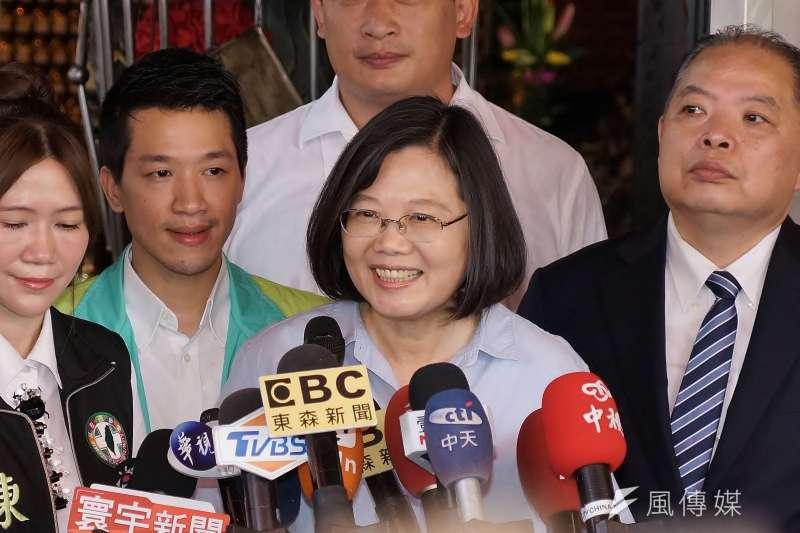 作者說,在有了呼喊叫喚的基本自由以後,如何描述在台灣史上關鍵這51年的歷史呢?(資料照,盧逸峰攝)