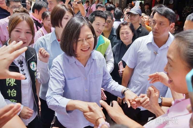 20190616-總統蔡英文參拜大同區普願宮。(盧逸峰攝)