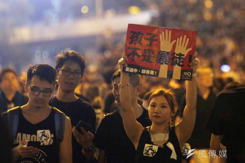 總統府向刑事局舉發,指網路散布「蔡政府支援香港暴力遊行10億元」是不實訊息。圖為香港616反送中大遊行。(資料照,新新聞郭晉瑋攝)
