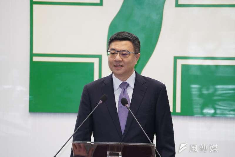 民進黨19日正式公告總統提名人選,黨主席卓榮泰於民進黨中執會前發表談話。(盧逸峰攝)