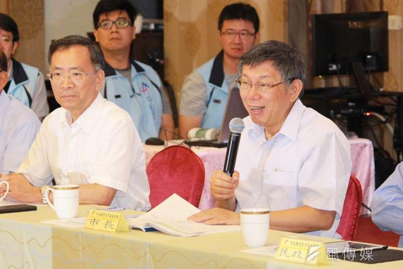 外媒預測總統蔡英文將成功連任,台北市長柯文哲(右)19日表示,政治已變成極端政治,局勢恐再改變,要大家「放輕鬆」。(方炳超攝)