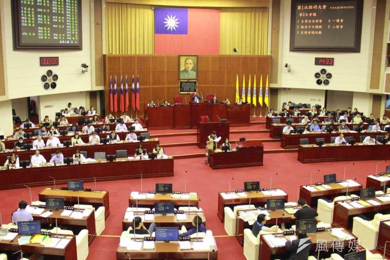 台北市議會20日進行「台北市重陽敬老禮金致送自治條例」草案審查,最終草案將擱至下會期處理。(方炳超攝)