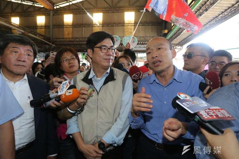 行政院副院長陳其邁(左)表示,市長就像土地公,天天不在家對登革熱疫情防治不太好。右為高雄市長韓國瑜。(資料照,徐炳文攝)