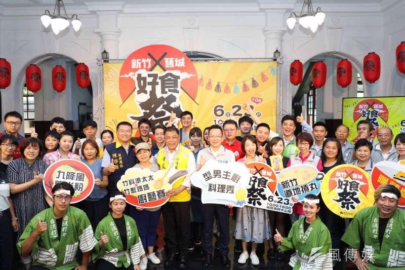 「新竹舊城好食祭」活動記者會出現數十家商家現身相挺盛況。(圖/方詠騰攝)