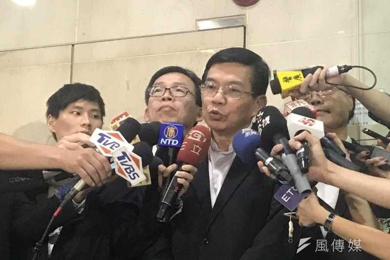 20190620_交通部次長王國材(左三)說明長榮航空對罷工應變方式。(廖羿雯攝)